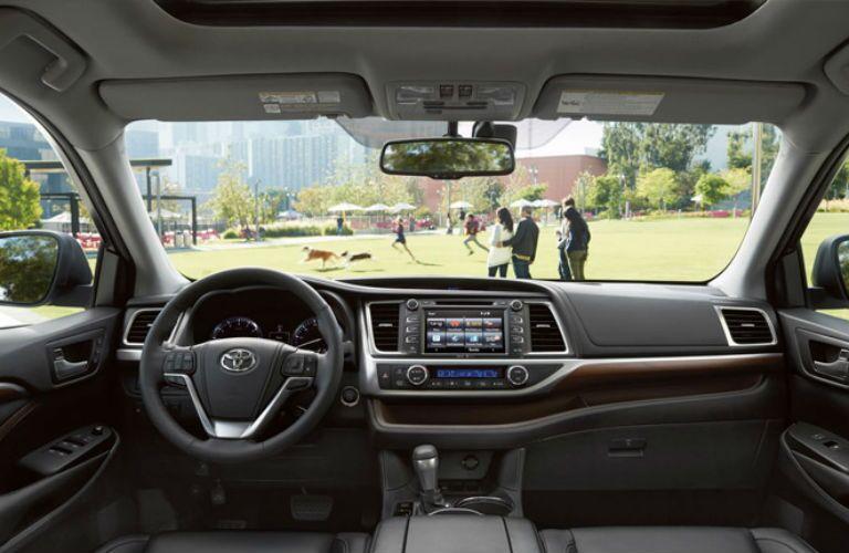 Driver's cockpit of the 2015 Toyota Highlander