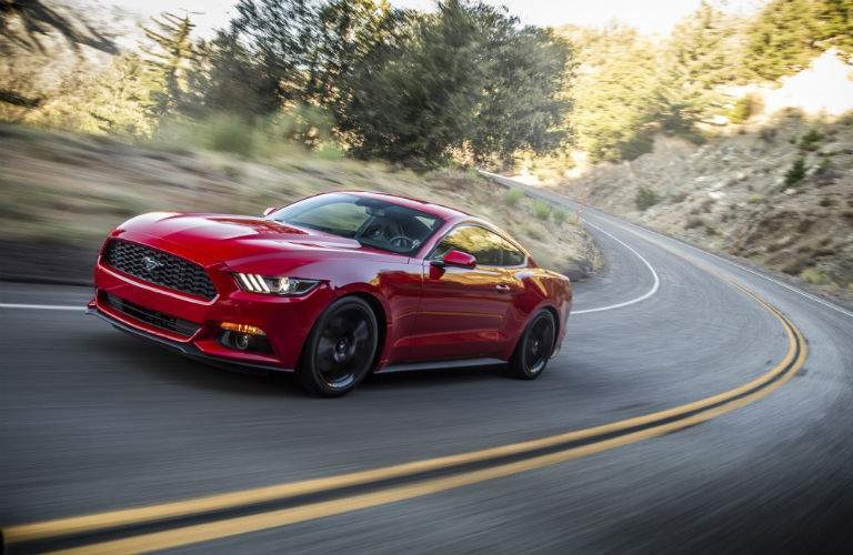 Side exterior view f 2015 Ford Mustang