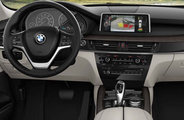 Driver's cockpit of the 2016 BMW X5