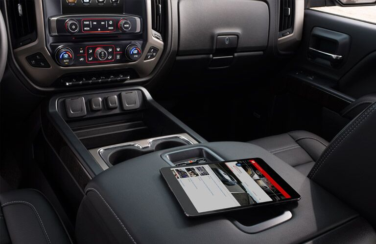 Large center-console of the 2016 GMC Sierra