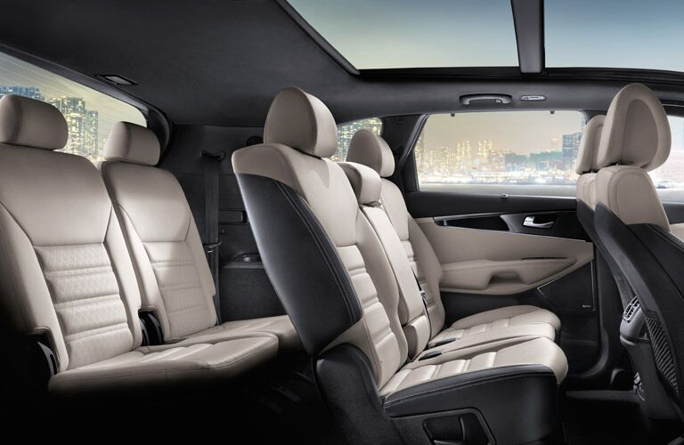 Side view of the two rows of rear seating in the 2016 Kia Sorento