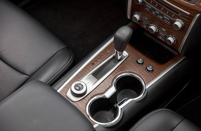 2017 Nissan Pathfinder shifter and center console