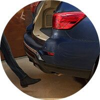 2017 Nissan Pathfinder motion activated lift gate