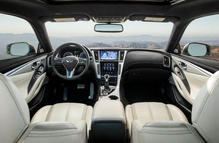 Dashboard and White Seats of 2018 INFINITI Q60