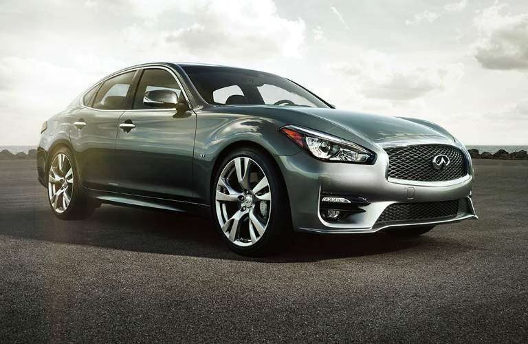 gray infiniti q70 parked, right front side