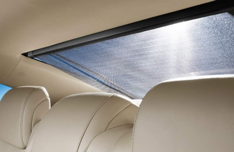 rear sunroof on 2018 Toyota Avalon