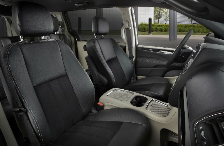 Side view of the 2019 Dodge Caravan's front seats