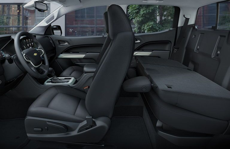 Side view of the interior seating of the 2019 Chevy Colorado