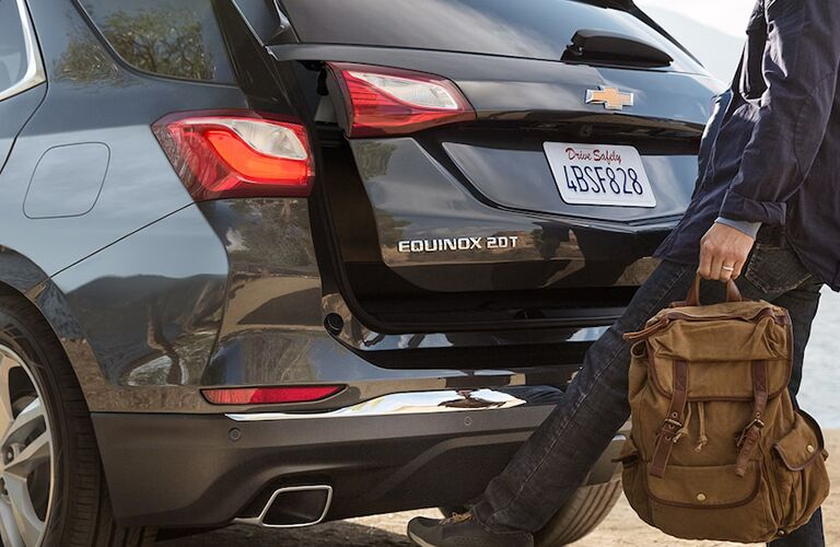 Man using the foot-activated lift gate of the 2019 Chevy Equinox