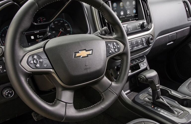 Steering wheel, gauges, and touchscreen in 2020 Chevrolet Colorado