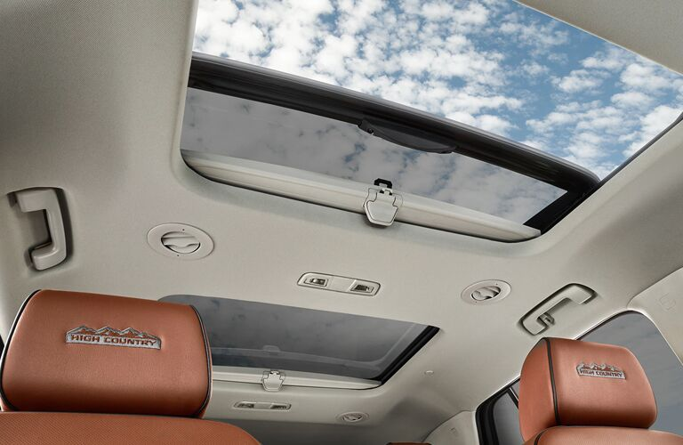 Dual-panel moonroof in 2020 Chevrolet Traverse