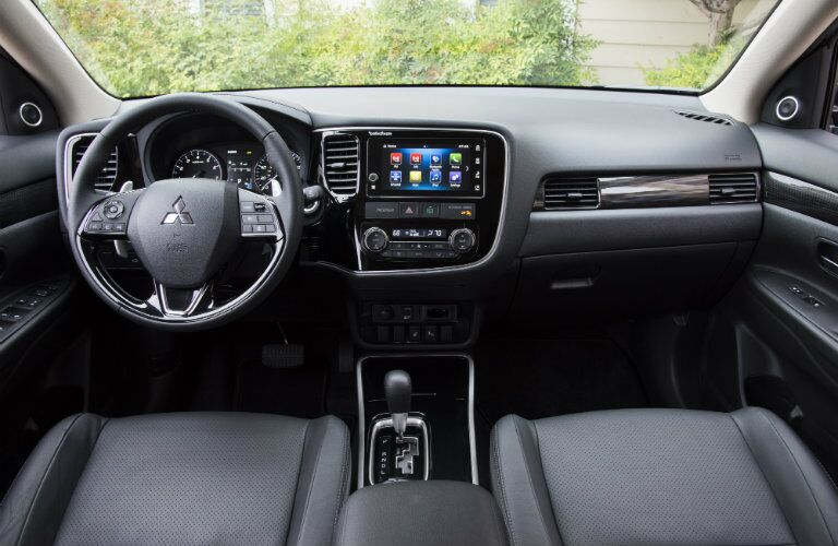Front dash of 2017 Mitsubishi Outlander