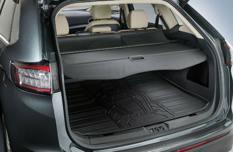 2018 Ford Edge cargo cover and protective cargo mat