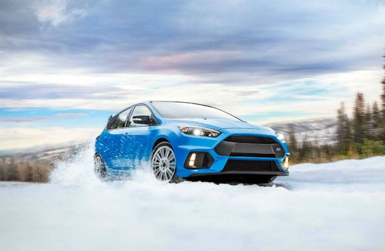 2018 Ford Focus Limited-Edition RS with AWD driving in snow