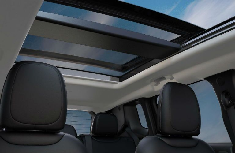 2018 Jeep Renegade with Dual-Pane Panoramic Sunroof