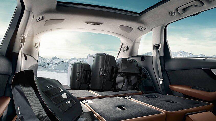 The 2019 Audi Q7 interior view