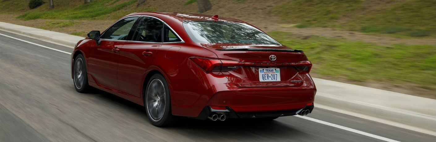 A rear left quarter photo of the 2019 Toyota Avalon.