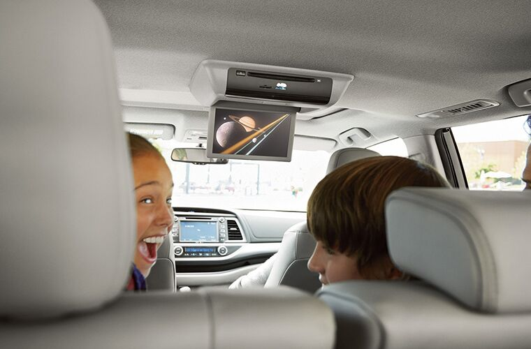 A photo showing the available rear-seat entertainment system that can be equipped in the 2018 Highlander.