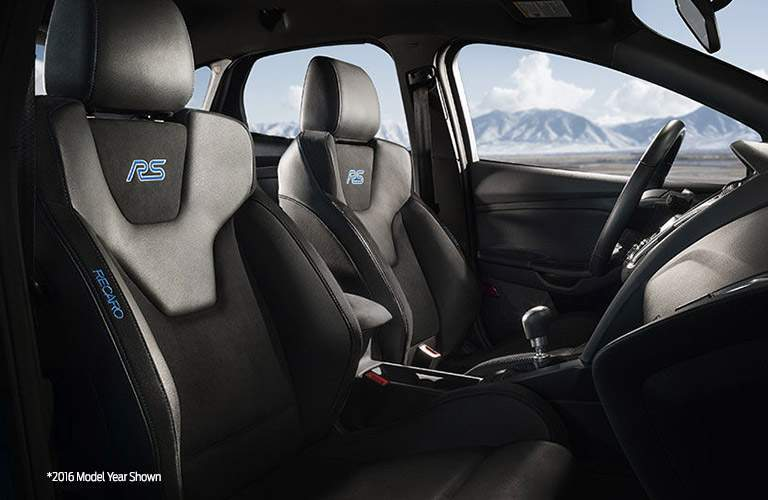 Black Ford Focus RS Front Seats with Blue RS Badge on headrest