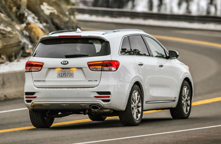2018 Kia Sorento in white driving around a large curve in the road