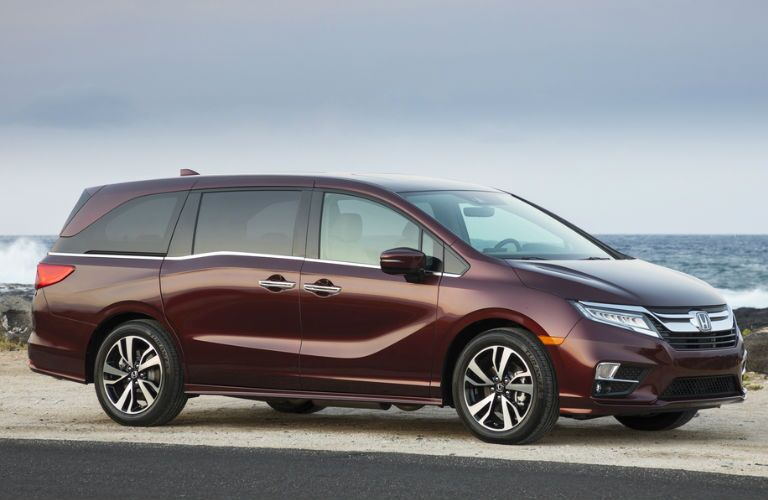 2019 Honda Odyssey in Maroon Side View