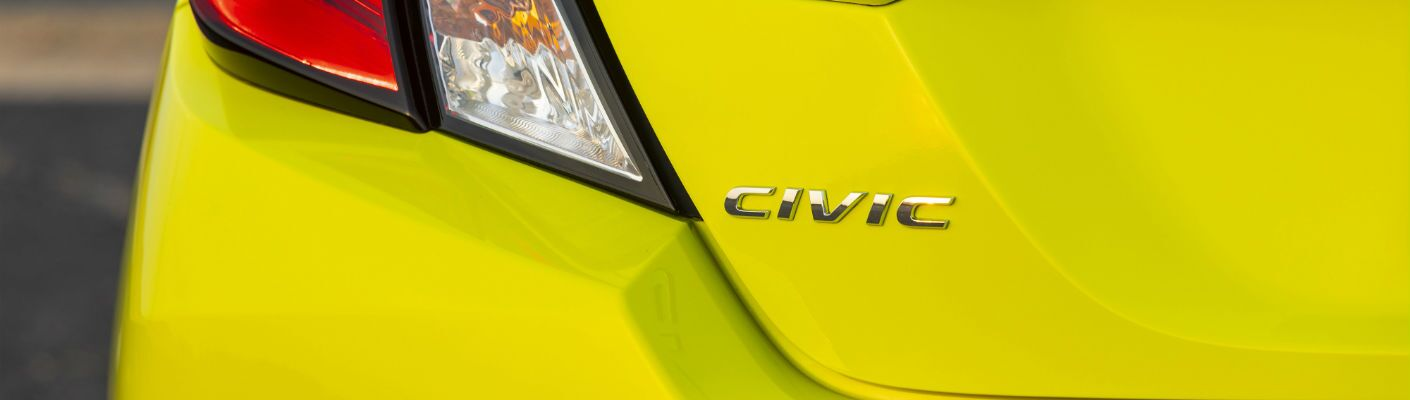 A photo of the Civic badge used on the 2019 Honda Civic Coupe.