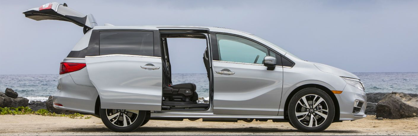 A right profile photo of the 2020 Honda Odyssey with several of its doors open.