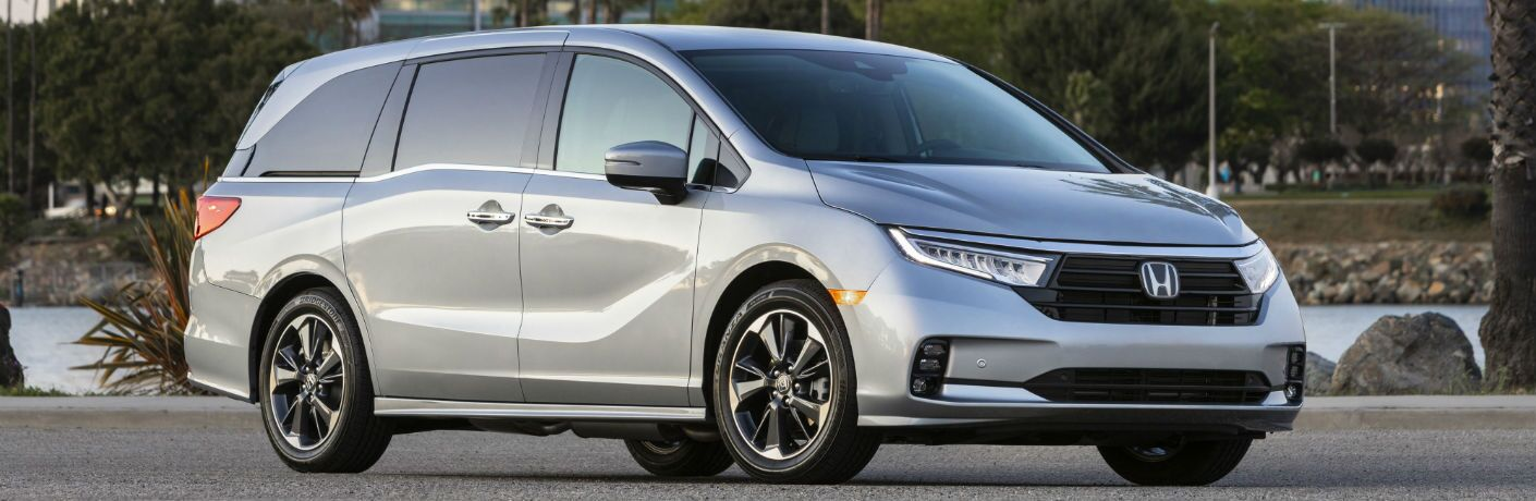 A front right quarter photo of the 2021 Honda Odyssey.