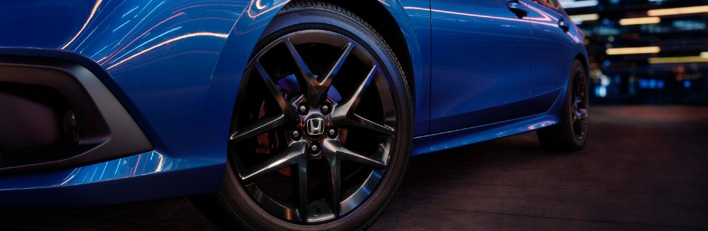 One of the available wheel designs used by the 2022 Honda Civic.