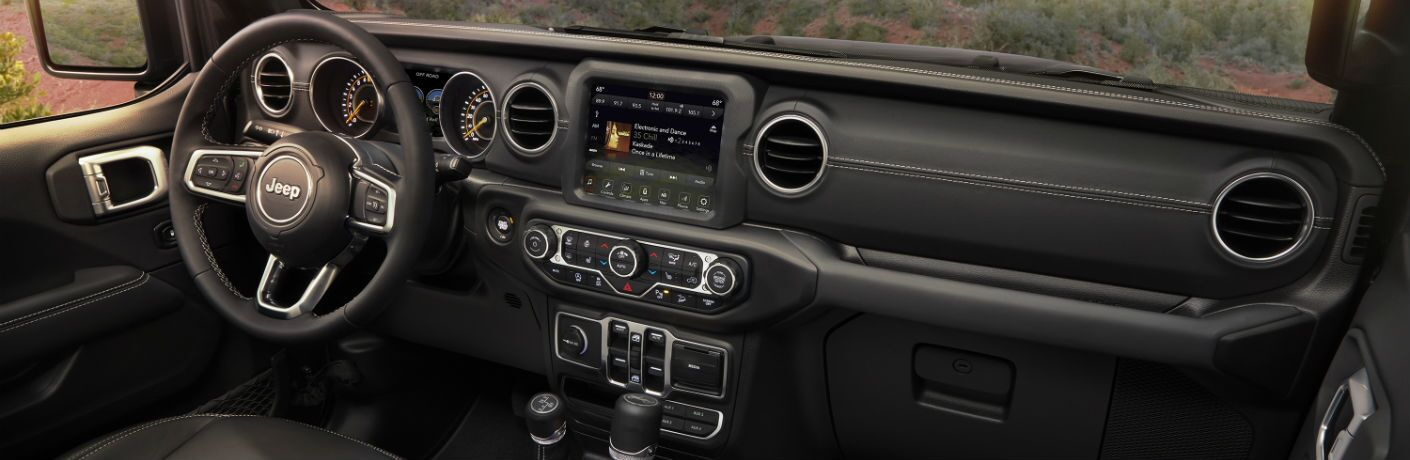 An interior photo showing the updated dashboard of the 2019 Jeep Wrangler.