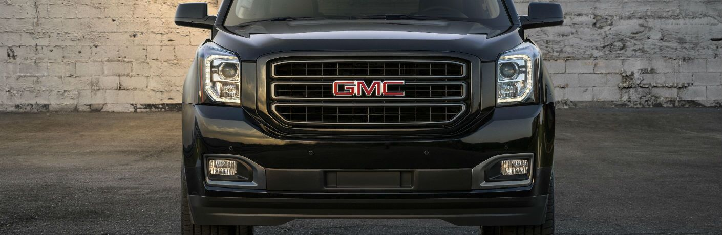 A head-on photo of the grille of the 2019 GMC Yukon Graphite Edition.