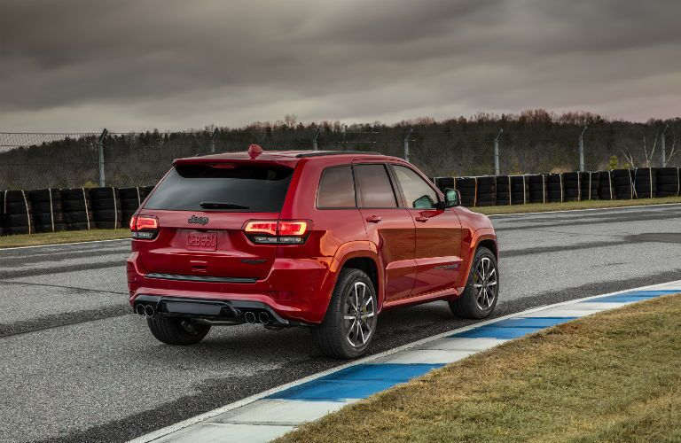 A rear right quarter photo of the 2019 Grand Cherokee Trackhawk going around the track.