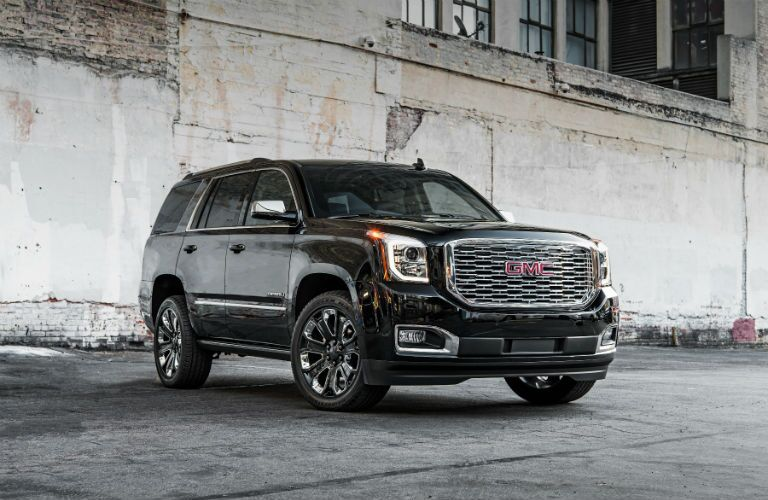 A front right quarter photo of the 2019 Yukon Denali.
