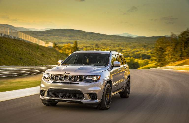 Available selectable driving modes help drivers control all the power available with the new Grand Cherokee