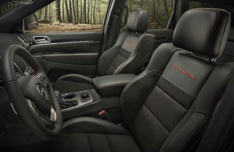 A photo of the front seats in the Trailhawk version of the 2018 Jeep Grand Cherokee