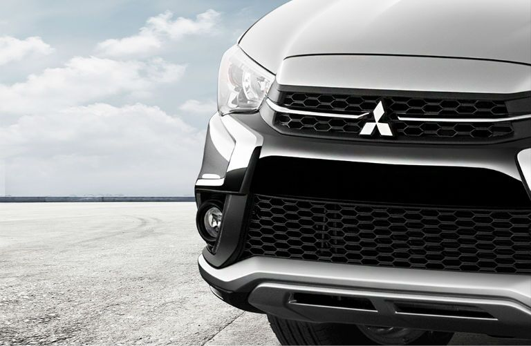Front grille and headlights of 2019 Mitsubishi Outlander Sport