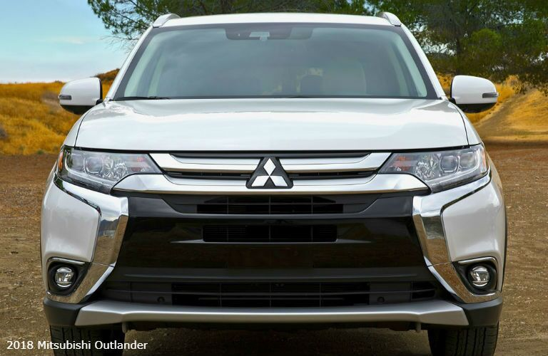 2018 Mitsubishi Outlander close-up on grille