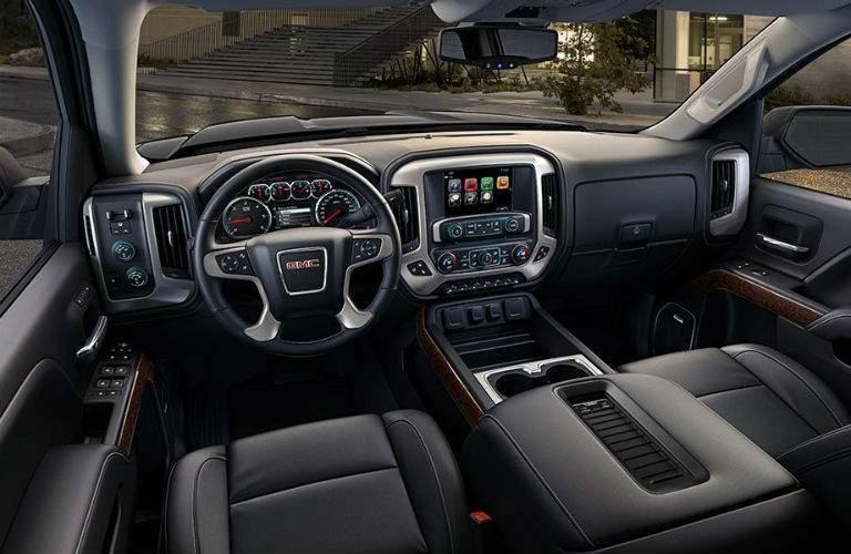 Front dash of 2018 GMC Sierra 1500