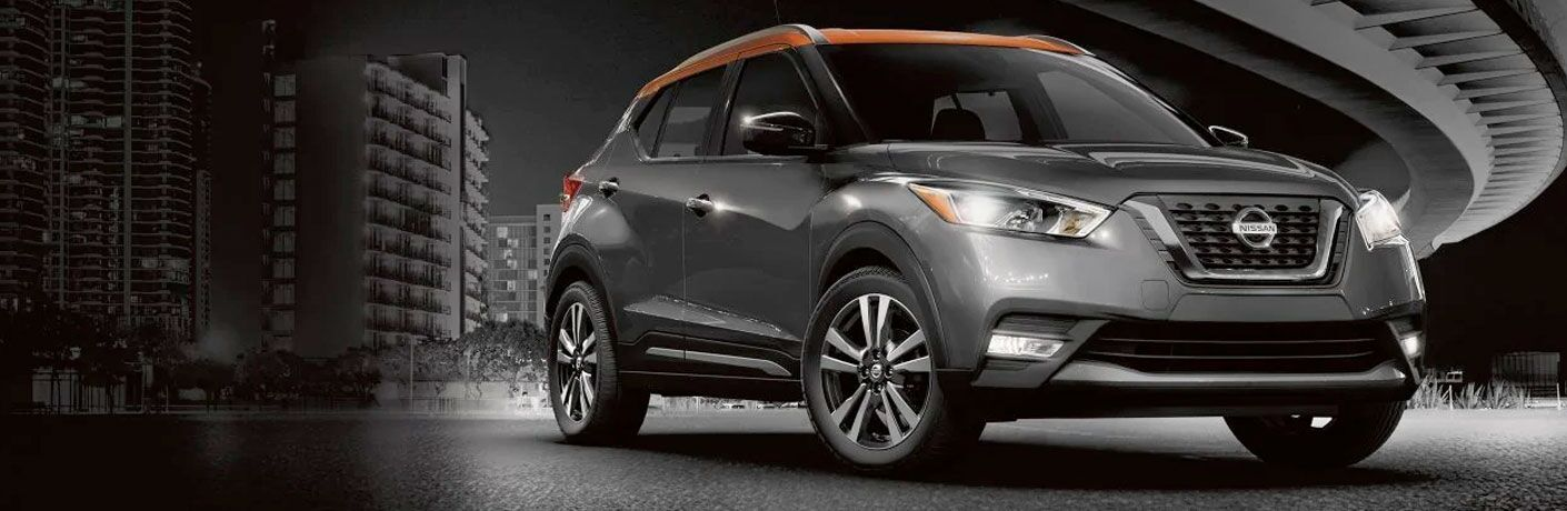 two tone nissan kicks in the city