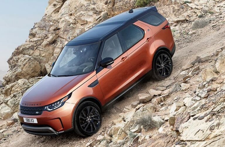 2018 land rover discover off-road driving