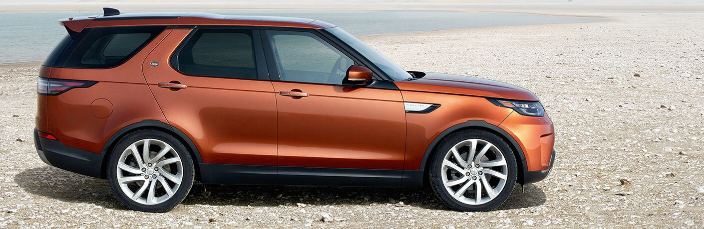 2019 land rover discovery side view parked
