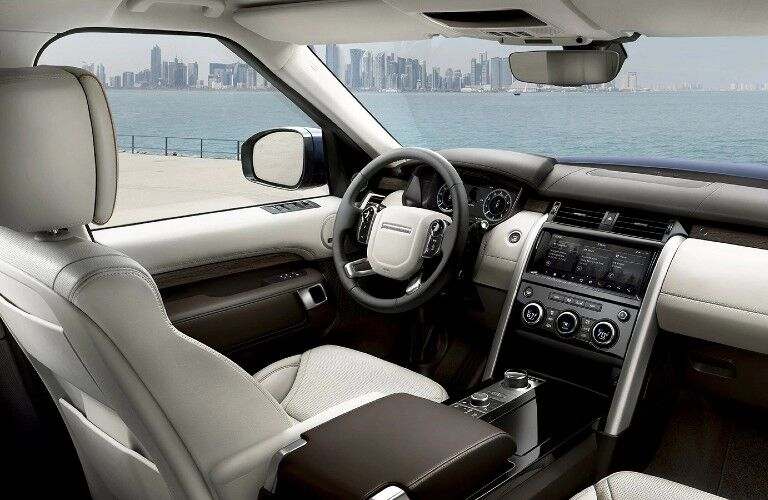 2020 Land Rover Discovery front seats