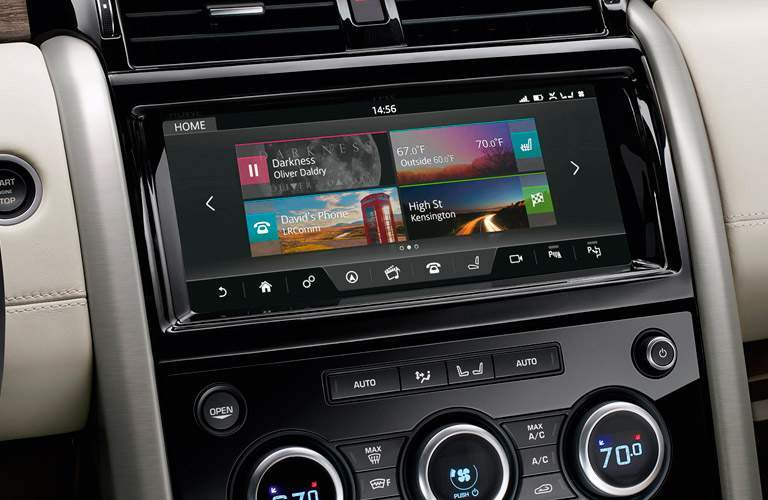 2017 Land Rover Discovery tech features