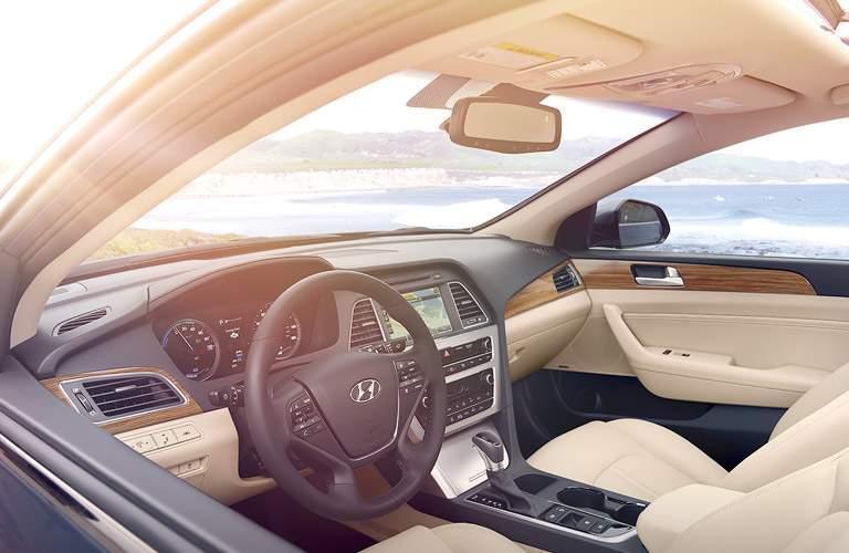 2017 Hyundai Sonata Hybrid dashboard design and layout