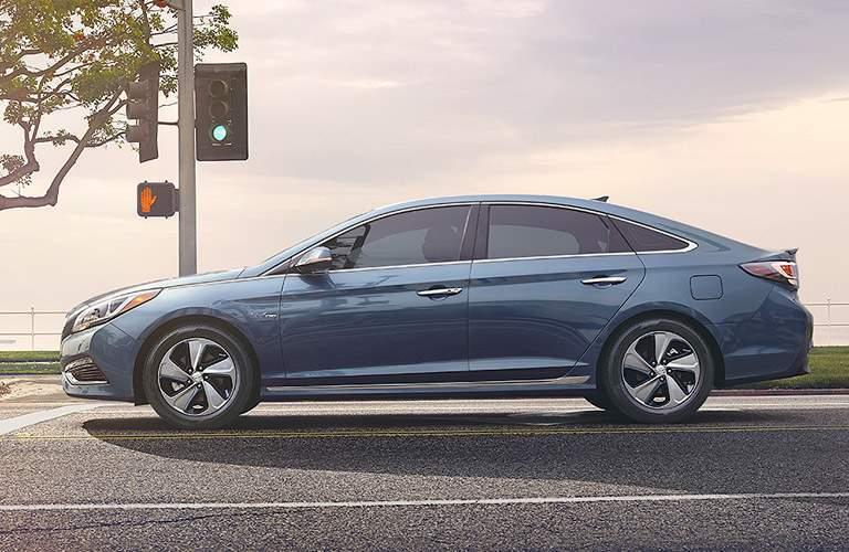 2017 Hyundai Sonata Hybrid in blue
