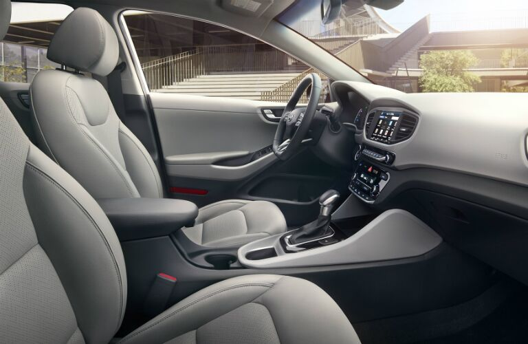 dashboard layout in the 2017 Hyundai Ioniq Hybrid