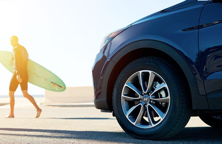 Closeup of wheel on 2019 Hyundai Santa Fe XL