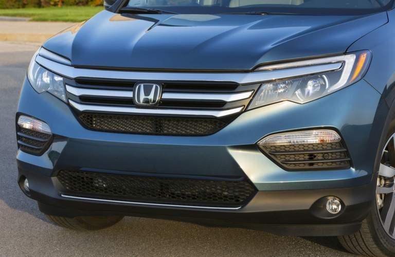 2018 Honda Pilot grille closeup