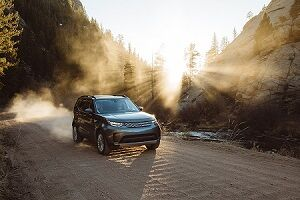 2018 Land Rover Discovery in Silicon Silver
