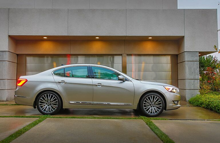 features of the 2016 Kia Cadenza